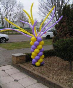 spiraalpilaar met modelleer ballonnen
