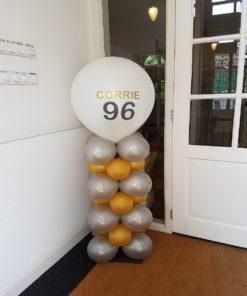 blokpilaar met bedrukte topballon