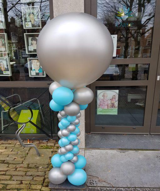 Spiraalpilaar met topballon